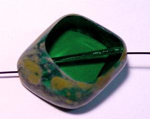 Best.Nr.: 67887 große Glasperle / Table Cut Bead geschliffen smaragdgrün mit picasso finish