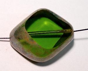 Best.Nr.: 67904 große Glasperle / Table Cut Bead geschliffen grün mit picasso finish