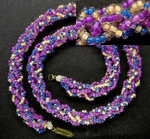 Best.Nr.:60030 Perlenkette um 1950 in Gablonz/Böhmen hergestellt Die Kette besteht aus schönen antiken Rocailles. Ein Leckerbissen für Sammler oder als Fundgrube für die Schmuckgestaltung.