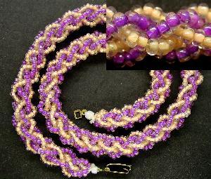 Best.Nr.:60033 Perlenkette um 1950 in Gablonz/Böhmen hergestellt Die Kette besteht aus schönen antiken Rocailles. Ein Leckerbissen für Sammler oder als Fundgrube für die Schmuckgestaltung.