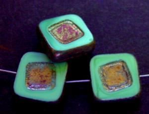Best.Nr.:67569 Glasperlen / Table Cut Beads türkisgrün opak, geschliffen mit bronze finish,