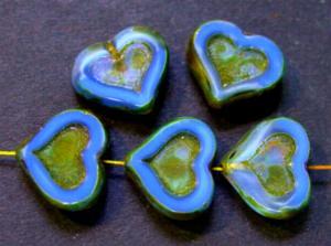 Best.Nr.:67772 Glasperlen / Table Cut Beads mittelblau Perlettglas, Herzen geschliffen mit picasso finish