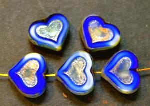 Best.Nr.:67693 Glasperlen / Table Cut Beads blau, Herzen geschliffen mit picasso finish, hergestellt in Gablonz / Tschechien