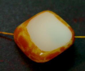 Best.Nr.:67980 große Glasperle / Table Cut Bead geschliffen blassgelb mit picasso finish
