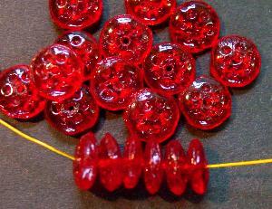 Best.Nr.:63509 Glasperlen Linsen, in den 1920/30 Jahren in Gablonz/Böhmen hergestellt, rot transparent