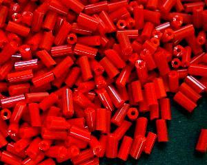 Best.Nr.:21091 Glasperlen / Stiftperlen sechseckig, in den 1940/50 Jahren in Gablonz/Böhmen hergestellt, rot