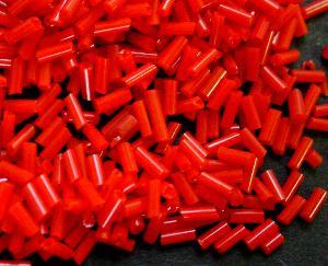 Best.Nr.:21082 Glasperlen / Stiftperlen sechseckig, in den 1940/50 Jahren in Gablonz/Böhmen hergestellt, rot