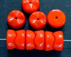 Best.Nr.:63353 Glasperlen mit gezacktem Rand, 2 Perlen fügen sich aneinandergereiht zusammen, 1920/30 in Gablonz/Böhmen hergestellt, orangerot opak