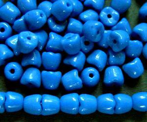 Best.Nr.:63538 Glasperlen mit gezacktem Rand, fügen sich zusammen zu einer Olive, 1920/30 in Gablonz/Böhmen hergestellt, schieferblau opak