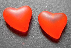 Best.Nr.:34100 Herzförmiger Anhänger orange mattiert ( frostet ) zum Einkleben eines Drahtstiftes.