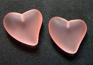 Best.Nr.:34091 Herzförmiger Anhänger rosa mattiert ( frostet ) zum Einkleben eines Drahtstiftes.