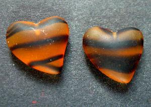 Best.Nr.:34106 Herzförmiger Anhänger topas mattiert ( frostet ) zum Einkleben eines Drahtstiftes.