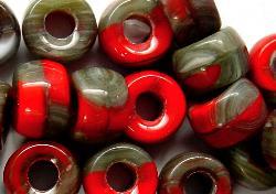 Best.Nr.:52019 Glasperlen rot grau opak, hergestellt in Gablonz / Tschechien