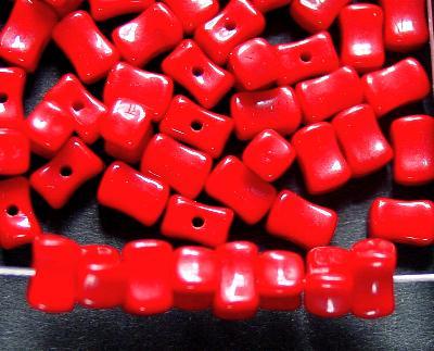 Best.Nr.:63570 Glasperle /Rechtecke leichte Sanduhrform, 1920/30 in Gablonz/Böhmen hergestellt, rot opak