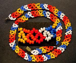 Best.Nr.:60074 Perlenkette um 1940 in Gablonz/Böhmen hergestellt Die Kette besteht aus schönen antiken Rocailles. Ein Leckerbissen für Sammler oder als Fundgrube für die Schmuckgestaltung.