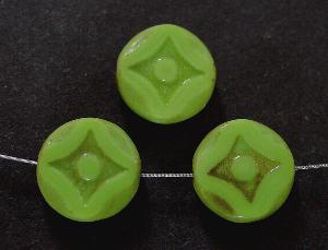 Best.Nr.:671056 Glasperlen / Table Cut Beads grün opak, geschliffen mit antik finish