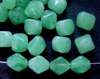 Best.Nr.:54116 Glasperlen Doppelpyramide vierkantig helles smaragdgrün meliert