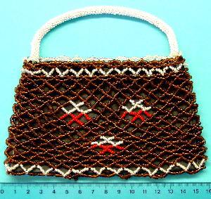 Best.Nr.:60015 wunderschön in Netztechnik handgearbeitetes Perlentäschen im 2. Viertel des vergangenen Jahrhunderts in Gablonz/Böhmen hergestellt Breite ca. 16cm
