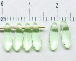 Best.Nr.:s-57160 Glasperlen Federperlen Nadel hellgrün transp., hergestellt in Gablonz / Tschechien