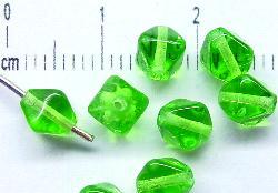 Best.Nr.:54028 Glasperlen Doppelpyramide vierkantig grün