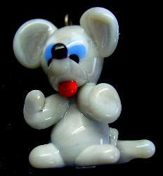 Best.Nr.:34066 handgefertigter Glasanhänger mit Öse Mäuschen
