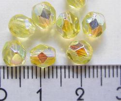 Best.Nr.:28013 facettierte Glasperlen gelb transp./eine Seite mit metallic Veredelung