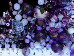 Best.Nr.:4318     Glasperlen Mix  in Violett/Lilatönen 500 bis 1000 Glasperlen in verschiedensten Formen. Menge je nach Zusammensetzung der Mischung.