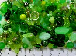 Best.Nr.:4409       Glasperlen Mix  in Grüntönen 500 bis 1000 Glasperlen in verschiedensten Formen. Menge je nach Zusammensetzung der Mischung.