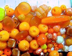 Best.Nr.:6203    Glasperlen Mix  in Orangetönen 500 bis 1000 Glasperlen in verschiedensten Formen. Menge je nach Zusammensetzung der Mischung.