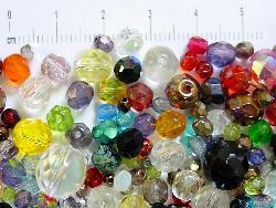Best.Nr.:6204   Glasperlen Mix  ca. 300 facettierte Glaspelen  in verschiedenen größen und Farben