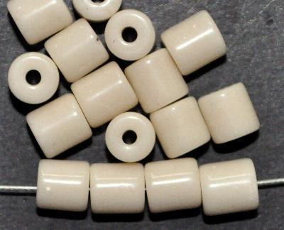 Best.Nr.:63802 Glasperlen ( tilt-beads ) in den 1920/30 Jahren in Gablonz/Böhmen hergestellt, elfenbeinfarben, (Prosserbeads), (nur noch wenige auf Lager)