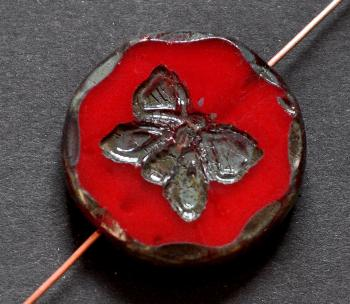 Best.Nr.:67860 Glasperlen / Table Cut Beads rot opak, mit eingeprägtem Schmetterling, geschliffen mit picasso finish